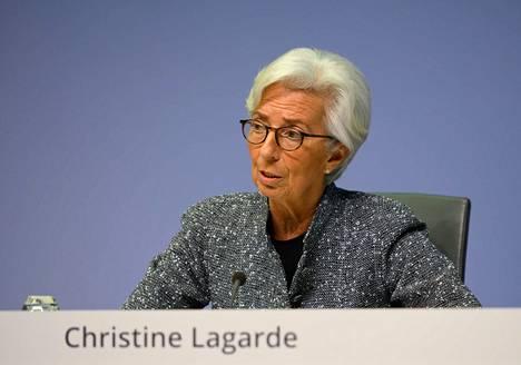 Euroopan keskuspankin pääjohtaja Christine Lagarde viime viikolla lehdistötilaisuudessa rahapoliiiikasta päättävän neuvoston kokouksen jälkeen.