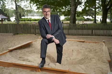 """Johtajan tehtävä on rakentaa hiekkalaatikko, jossa jokainen voi turvallisesti rakentaa oman hiekkalinnansa"""", sanoo Tuomas Auvinen."""