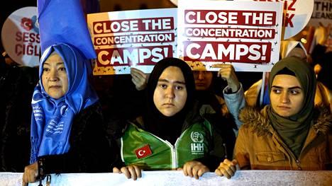 Turkin Istanbulissa järjestettiin joulukuussa mielenosoitus, jossa protestoitiin Kiinan uigurivähemmistöön kohdistuvia sortotoimia vastaan.