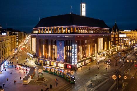 Helsingin keskustan Stockmann kuvattuna ilmasta 14. joulukuuta 2020.