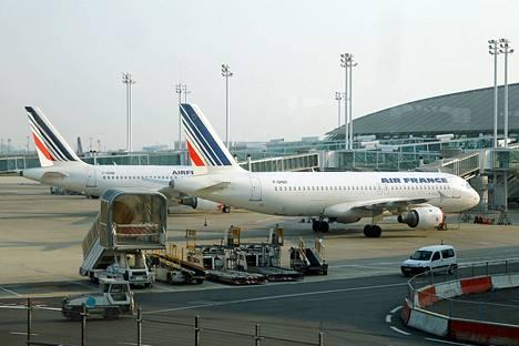 Air Francen koneita Charles de Gaullen lentokentällä Pariisissa huhtikuussa 2010.