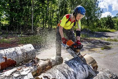 Laakkonen practices chainsawing in the parking lot of Hämeenkylä Manor and at home in Lohja.
