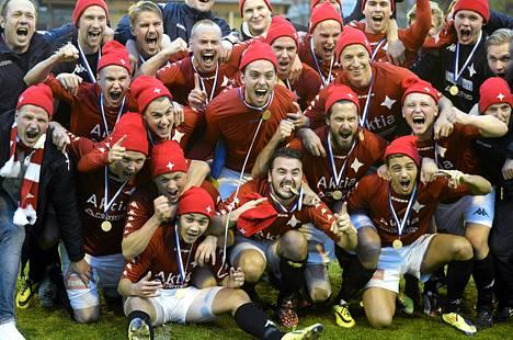 HIFK juhli viime kauden päätteeksi sarjanousua.