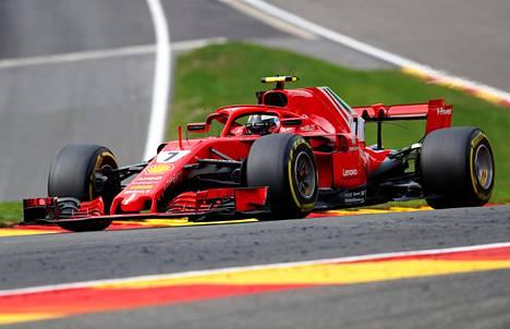 Kimi Räikkönen lähtee hyvistä asemista lauantain aika-ajoon.