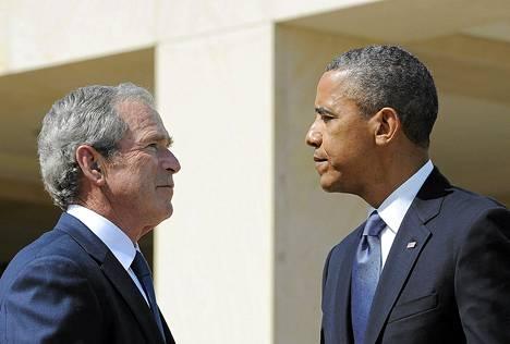 Yhdysvaltain presidentti Barack Obama (oik.) ja hänen edeltäjänsä George W. Bush kohtasivat Dallasissa vuonna 2013.