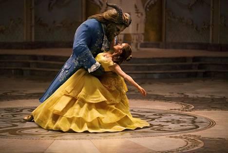 Dan Stevens on Hirviö ja Emma Watson kaunotar uudessa musikaalisadussa.