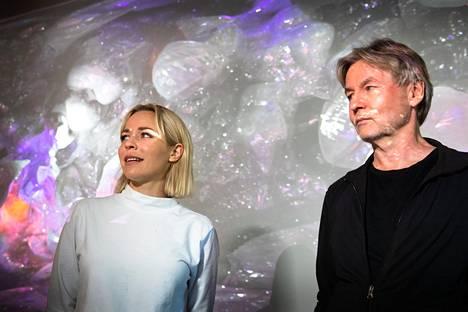 Lailan dramaturgi Paula Vesala ja säveltäjä Esa-Pekka Salonen Kansallisoopperassa tiistaina.