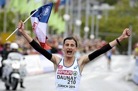 Christelle Daunay juhli naisten maratonin voittoa.