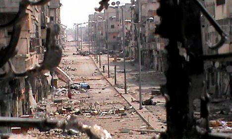 Al-Khalidiyahin alue Homsin kaupungissa oli torstaina pahoin vaurioitunut. Kuva on Syyrian kapinallisten välittämä.