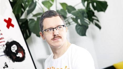 Jyväskyläläisen Prasos-yrityksen toimitusjohtaja Henry Brade on toiminut bitcoin-liiketoiminnassa jo yli viisi vuotta. Aiemmin hän toimi muun muassa pokeriammattilaisena.