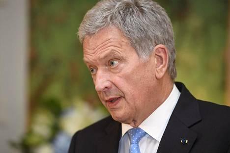 Presidentti Sauli Niinistö kannustaa suomalaisia sosiaaliseen eristäytymiseen.