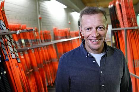 Harri Kirvesniemi on edelleen arvostettu valmennusauktoriteetti Suomen hiihtopiireissä.