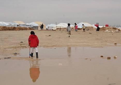 Lapsia al-Holin leirillä 13. joulukuuta.