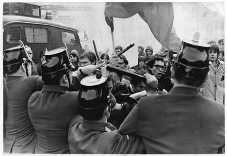 Opiskelijaliikkeen nousu ja radikalisoituminen Länsi-Berliinissä vuosina 1966–1969 muutti monella tavalla koko silloisen Saksan liittotasavallan poliittista kulttuuria ja suuntaa. Mielenosoittajat ja poliisi ottivat yhteen vuonna 1968.