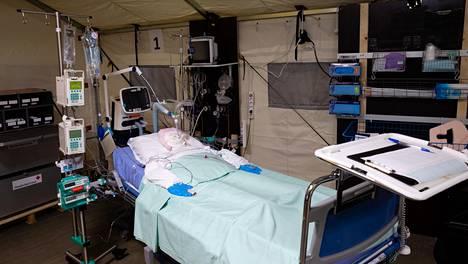 Malli tehohoitopaikasta Meilahden sairaala-alueen pysäköintitilaan suunnitellusta varasairaalasta.