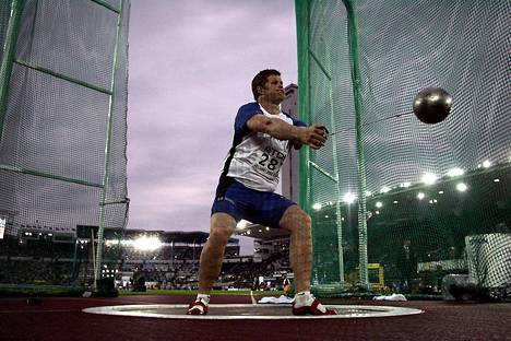 Olli-Pekka Karjalainen oli Helsingin MM-kisoissa viides, mutta edelle sijoittuneiden valkovenäläisten dopingepäselvyyksien takia sijoitusta palloteltiin vuosia myöhemmin.