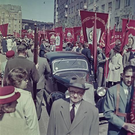 Hakaniemi ja Kallio laajemmin ovat olleet suuressa muutoksessa. Kuvassa vuoden 1959 vappumarssi.