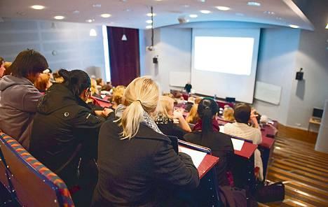 Hallituksen kaavailut voivat lisätä massaluentojen määrää. Opiskelijat pänttäsivät Laurea-ammattikorkeakoulussa viime marraskuussa.