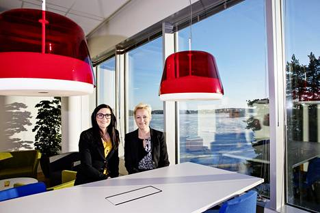 Myyjän täytyy tuntea asiakkaansa perin juurin, sanovat tutkija Pia Hautamäki (vas.) ja myyntijohtaja Sari Uusitalo.