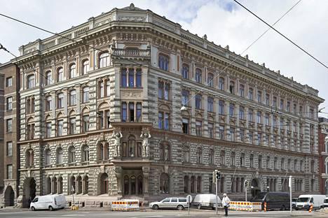 Osoitteessa Erottaja 2 sijaitsevan uusrenessanssityypisen palatsin on suunnitellut arkkitehti Theodor Höijer. Yleisö pääsee nyt tutustumaan rakennukseen ennen sen pitkää remonttia.