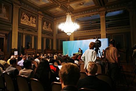 EU-puheenjohtajamaa Suomi järjesti Lahdessa epävirallisen huippukokouksen lokakuussa 2006. Tänä vuonna huippukokouksia ei ole kalenteriin merkitty. Kuva pääminiseri Matti Vanhasen tiedotustilaisuudesta EU-komission vierailulta Säätytalolta kesällä 2006.