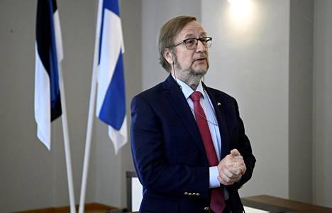 Suurlähettiläs Harri Tiido kuvattuna Suomen ja Viron diplomaattisten suhteiden 100-vuotisjuhlassa Helsingissä 8. kesäkuuta.