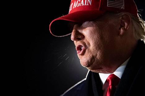 Donald Trump puhuu lehdistötilaisuudessa Wisconsinissa marraskuussa 2020.