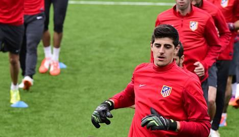 Thibaut Courtois ja muut Atlético Madridin pelaajat harjoittelivat maanantaina lähellä Madridia.
