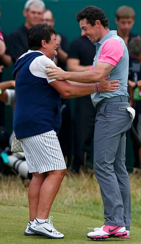 Pohjoisirlantilainen Rory McIlroy omisti voiton Rosie-äidilleen, joka oli ensimmäistä kertaa paikalla poikansa voittaessa golfin major-kilpailun.
