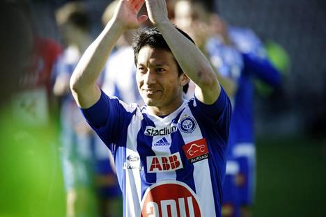 Atomu Tanaka teki kaksi maalia HJK:n sarja-avauksessa IFK Mariehamnia vastaan. Tänään testissä on VPS.