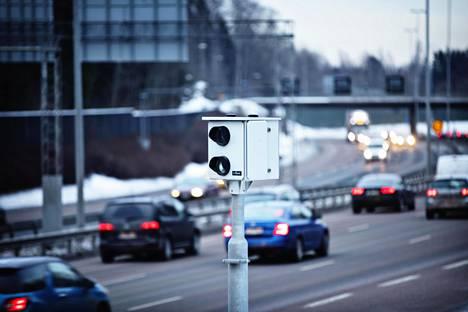 Automaattikameroilla voi jatkossa valvoa liikennemerkkien noudattamista.