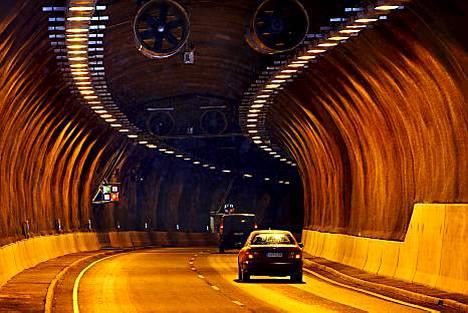 Ministeriö: Tunneleissa ei pysähdytä eikä käännytä