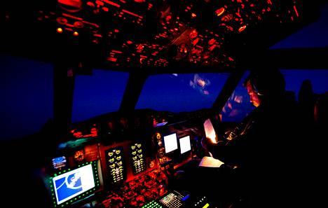 Uuden-Seelannin ilmavoimien lentäjä palasi perjantaina eteläiseltä Intian valtamereltä, jossa etsitään kadonnutta malesialaiskonetta.