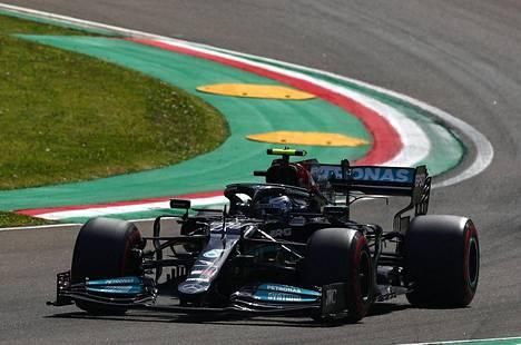 Valtteri Bottas ei saanut autoaan kärkivauhtiin aika-ajoissa.