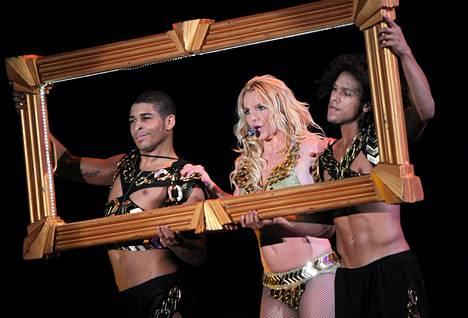 Britney Spears lavalla Kiovassa Ukrainassa syyskuun lopulla.