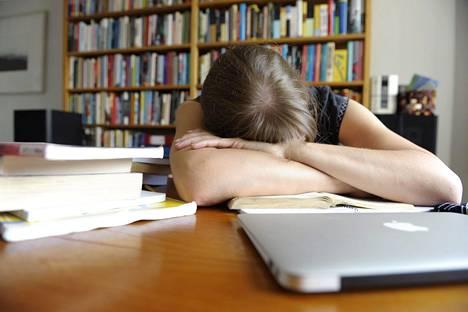 Helsingin yliopistossa tehdyn tuoreen tutkimuksen mukaan sijoitetusta lapsista vain alle puolet suorittaa joko ylioppilastutkinnon tai ammattikoulun.