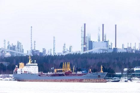 Nesteen Porvoon jalostamon toiminta seisahtuu huhtikuun alussa lähes kolmeksi kuukaudeksi huoltoseisokin takia.