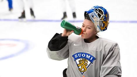 Noora Räty harjoitteli maajoukkueen kanssa keväällä 2019, kun naisten MM-kisat järjestettiin Espoossa.