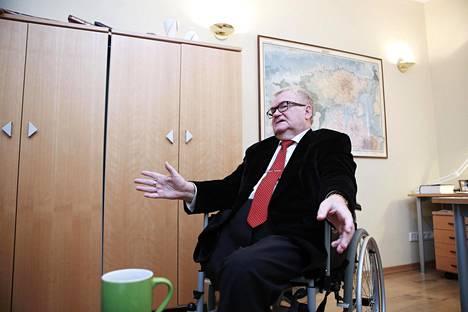 Keskustan väistyvä puheenjohtaja Edgar Savisaar antoi HS:lle haastattelun työhuoneessaan puoluetoimistossa Tallinnan Toompean mäellä torstaina.