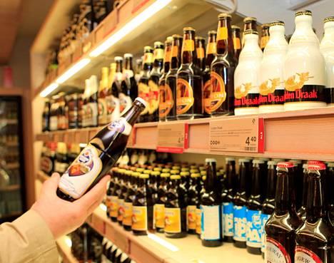 Tammikuusta lähtien kauppa alkaa tehostaa ikärajavalvontaa. Uuden käytännön mukaan kaikilta alle 30-vuotiailta näyttäviltä tarkistetaan ikä alkoholi- ja tupakkaostosten yhteydessä.