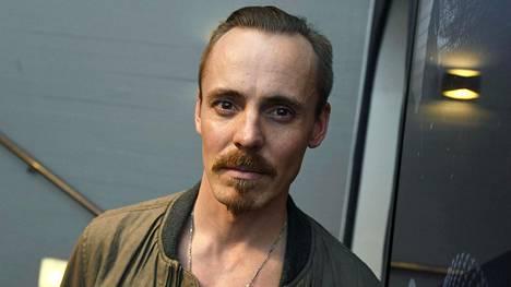 Jasper Pääkkönen kertoo, että hänellä oli useita syitä lähteä tekemään Omerta 6/12 ja 7/12 -elokuvia.