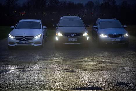 Hyvät valot ovat asiantuntijan mukaan tärkeä lisävaruste autossa.