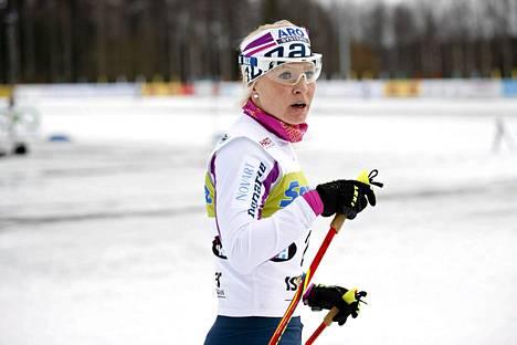 Oulun hiihtoseuran Riitta-Liisa Roponen naisten 10 kilometrin vapaan hiihtotavan maastohiihdon jälkeen Suomen cupissa Vantaan Hakunilassa 18. tammikuuta 2015.