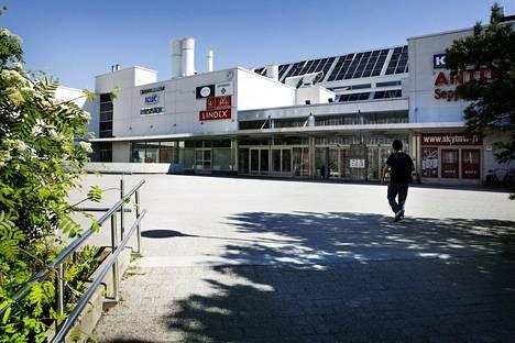 Pahoinpitely tapahtui kauppakeskus Lippulaivassa Espoossa kesäkuussa 2017. Myöhemmin samana kesänä Lippulaiva lopetti toimintansa, koska sen tilalle rakennetaan uusi kauppakeskus.