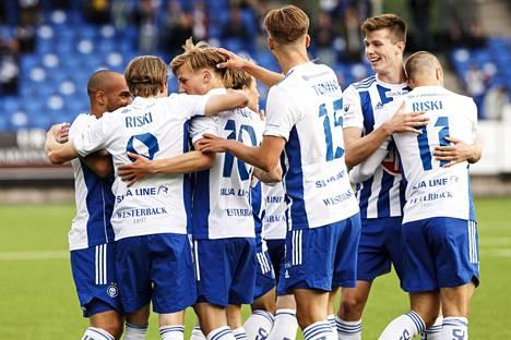 HJK juhli kotiavauksessaan Hakaa vastaan kolmea maalia ja kolmea sarjapistettä.