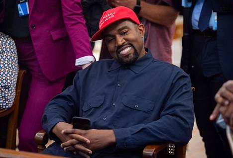 Kanye West on herättänyt huomiota ennenkin poliittisella liikehdinnällään.