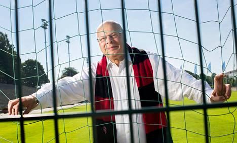 Käräjätuomari Jari Karppinen on armoitettu jalkapallofani: hän on nähnyt kaikki Huuhkajien 83 MM- ja EM-karsintapeliä syksystä 1996 asti.