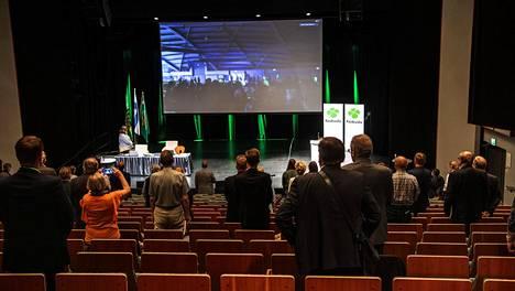 Keskustan puoluekokouksen avajaisia seurattiin Keravalla etäyhteyden varassa.