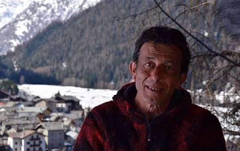 Italian Alpeilla asuva Giorgio Elter perheineen on haastanut EU:n ilmastopolitiikan oikeuteen. Aktivistien mukaan perheen turismi- ja marjanviljelybisnekset ovat kärsineet lyhyistä ja epävakaista talvista.