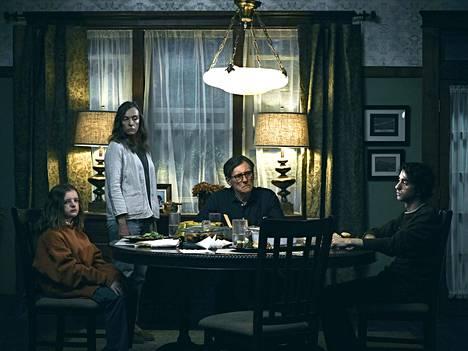 Hereditaryssä kuvataan kouriintuntuvasti perheenjäsenten välisiä jännitteitä ja patoutumia.
